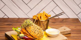Vegaburger gemaakt van oesterzwammen bij Lunchcafé Healthy & Happiness
