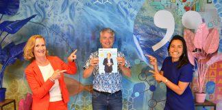 Foto van Nannette, Dennis en Sabine met het nieuwe exemplaar van Delft.business #14
