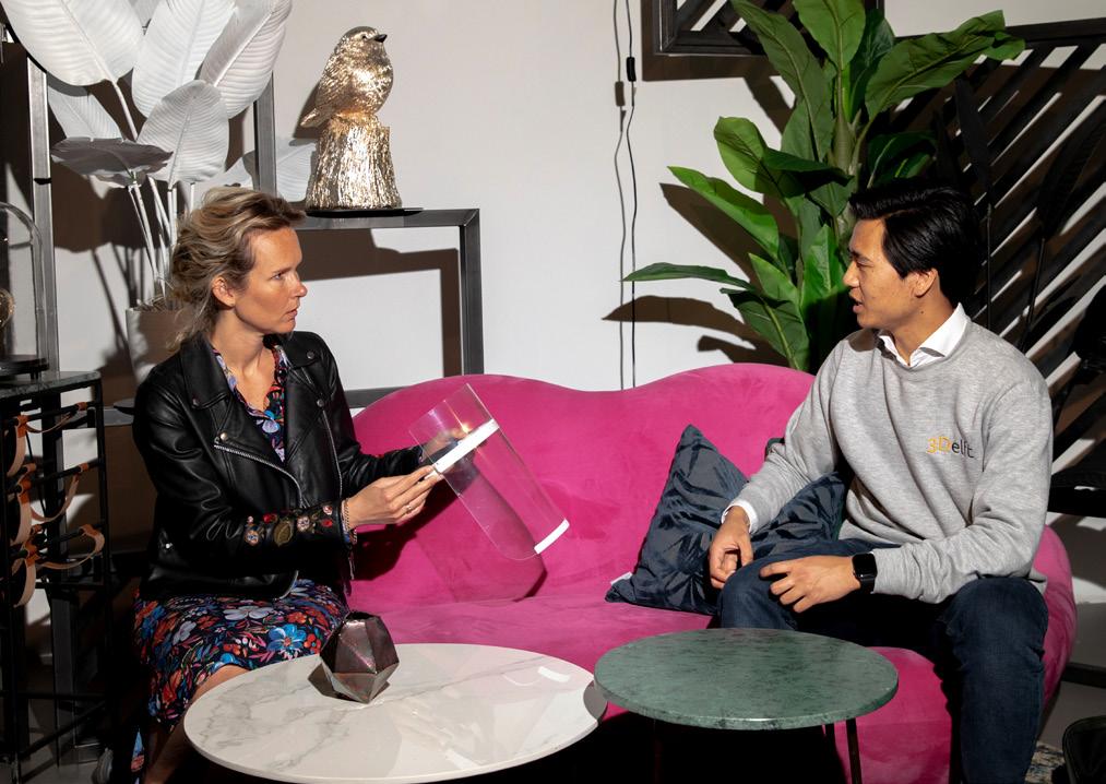 Ondernemers Steven Tan en Kim de Ridder ontmoeten elkaar en gaan in gesprek.