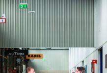 Joost Versluijs en Evert Jaap Lugt geven elkaar een boks