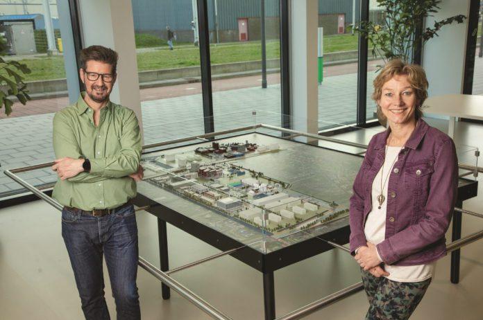 Cindy Gerhardt en Michiel van Stapele bij Octrooicentrum Nederland